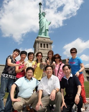"New York is a ""must-see"" for Chinese tourists in the U.S., with more than 200,000 visiting the city in 2010"