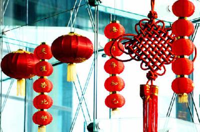 穿唐装舞狮龙唱京剧洋人春节也疯狂图片