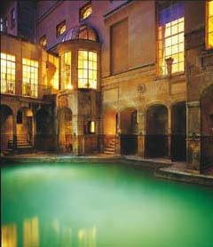 """洗浴的""""宝座""""和他的塑像.  罗马浴场在巴斯城中心,它是巴"""