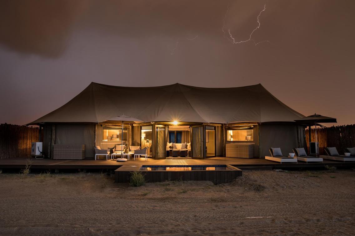 阿联酋最In体验:入住荒野海岸边的奢华帐篷酒店,与自然融为一体