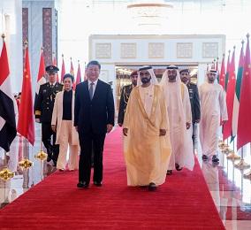 习近平抵达阿布扎比开始对阿联酋进行国事访问
