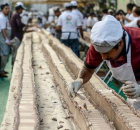 """""""全球最长蛋糕""""在印度喀拉拉邦出炉,全长6.5公里打破吉尼斯世界纪录!"""