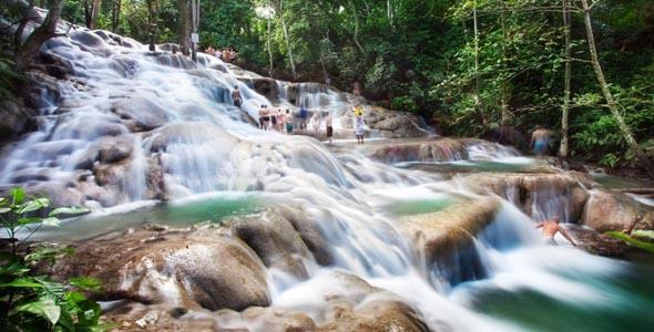 牙买加旅游 八条河 邓斯河瀑布