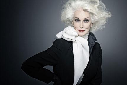 83岁不老名模卡门为V&A时尚摄影展宣传