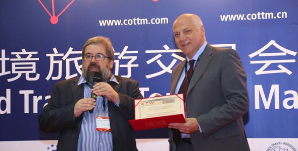 """COTTM颁发""""欢迎中国旅游者奖"""" 马尔彭萨机场喜获服务类金奖"""