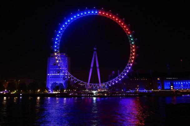 英国大选在即 伦敦眼按人气展现政党颜色
