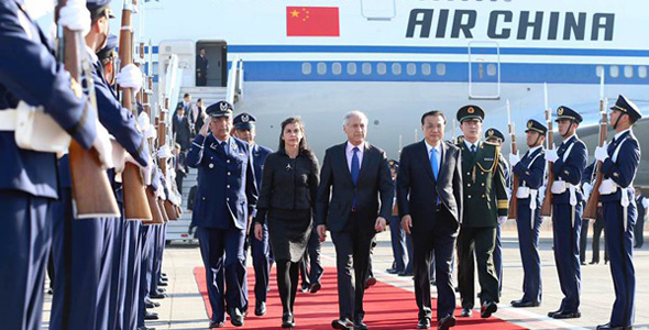 Premier Li Keqiang arrives at Santiago on May 24 to kick off his official visit to Chile.