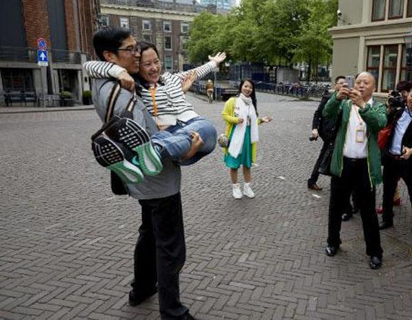 荷兰媒体热议中国4500人旅行团抵荷 喜迎中国游客潮