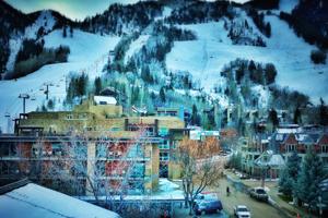 中国旅游同业及滑雪俱乐部考察团抵达阿斯本