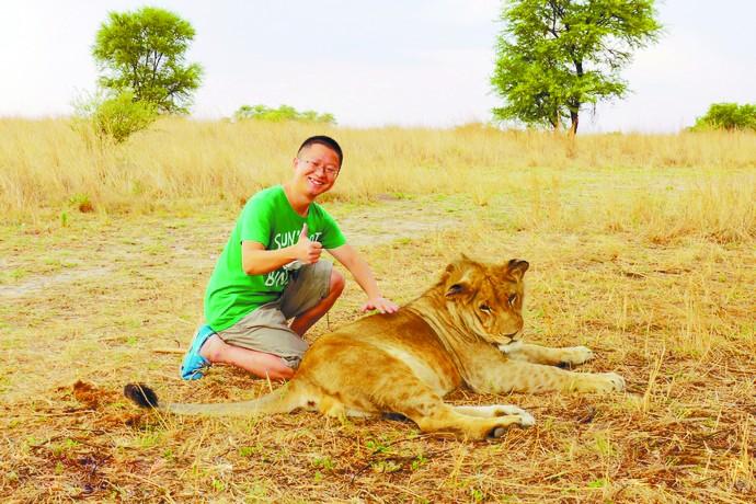 我在津巴布韦遛狮子 漫步羚羊公园
