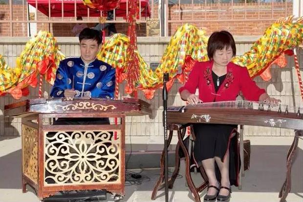 尔湾光谱购物中心中国音乐二重奏