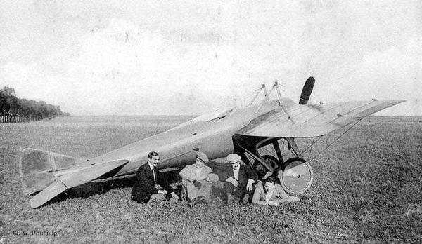 V&A胶合板展览德培杜辛飞机