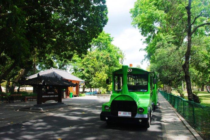 印尼普兰巴南景区的小火车