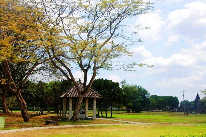 印尼普兰巴南神庙周边环境幽美