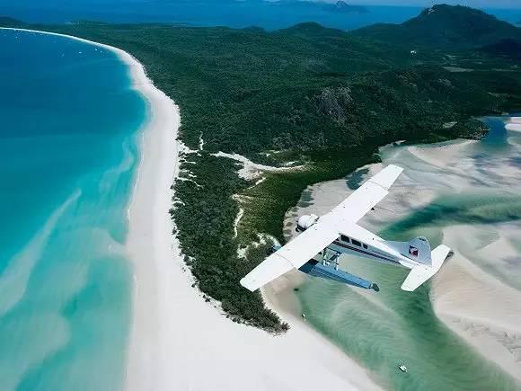 澳大利亚圣灵群岛的白天堂海滩