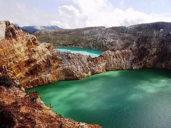 印度尼西亚弗洛雷斯岛的克里穆图火山