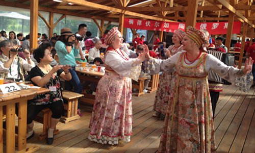 Chinese tourists watch traditional Russian dancing