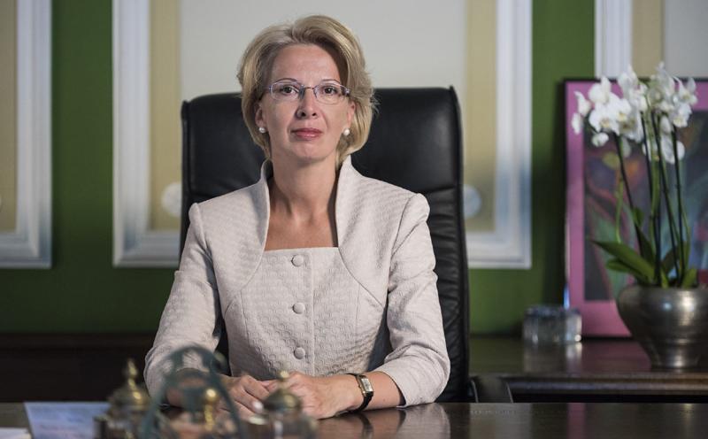 拉脱维亚议长伊娜拉·穆尔涅采
