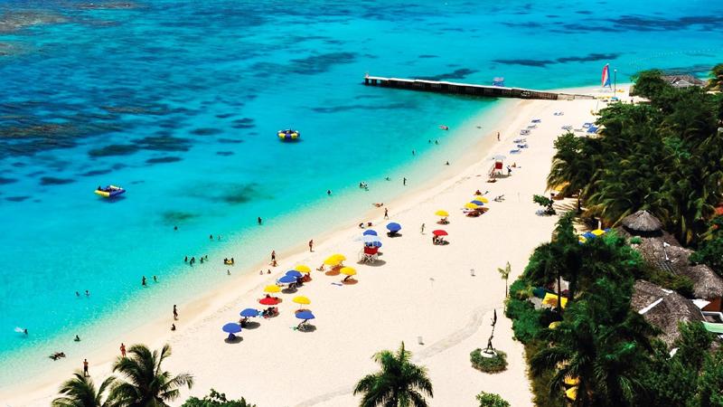 牙买加蒙特哥贝博士洞穴海滩