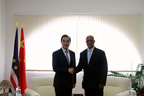Wang Yi held talks in Praia with Minister of Foreign Affairs Lius Filipe Tavares of Cape Verde