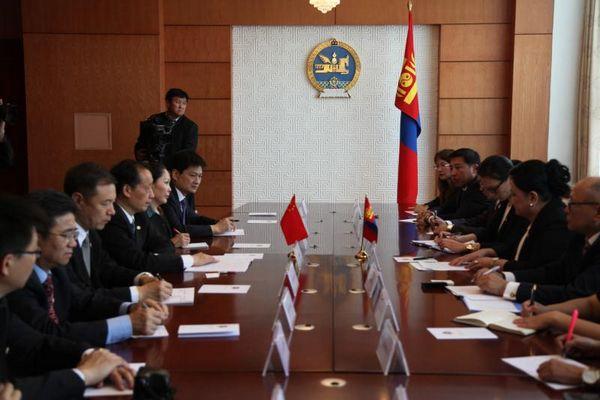 Li Jinzao Meets with Mongolian Tourism Minister
