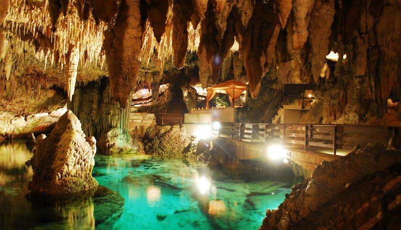 牙买加八条河绿洞洞穴