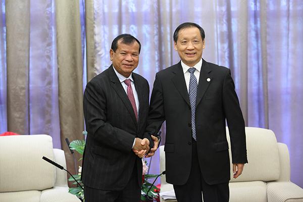 中国国家旅游局局长李金早会见柬埔寨旅游部长唐坤