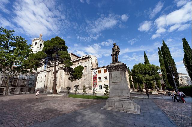 西班牙巴利亚多利德大学广场