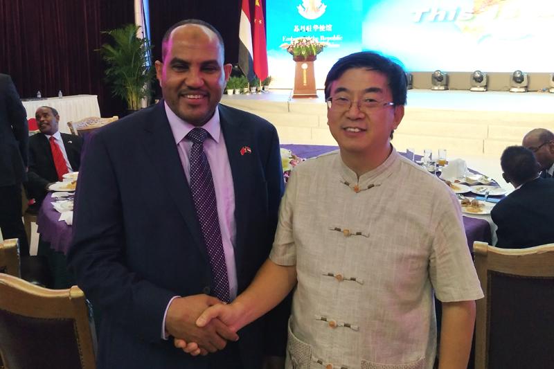 苏丹驻华大使欧玛尔·伊萨·艾哈迈德与中国商务集团吴亚当博士