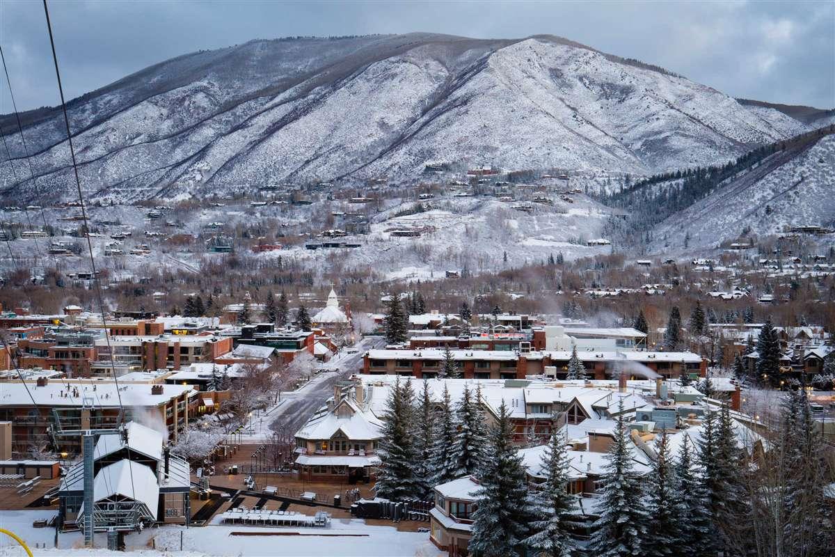 阿斯本雪堆山滑雪村