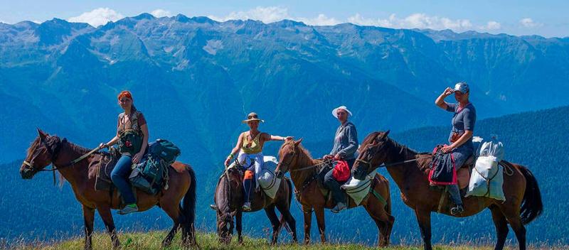 俄罗斯索契山间骑马