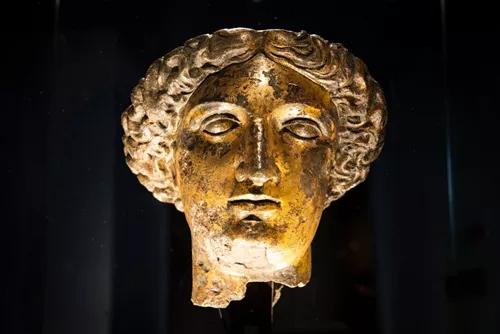 女神萨莉丝·米涅尔瓦的铜头像