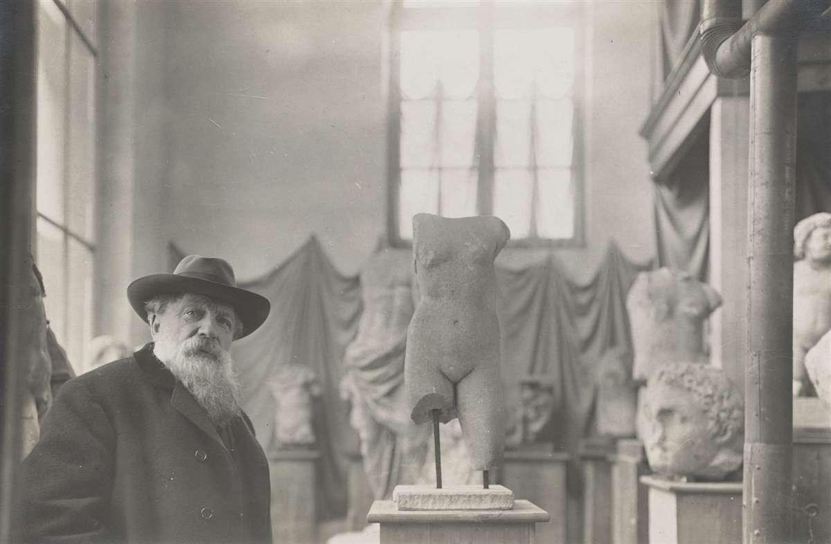 法国雕塑家奥古斯特·罗丹及其创作的雕塑