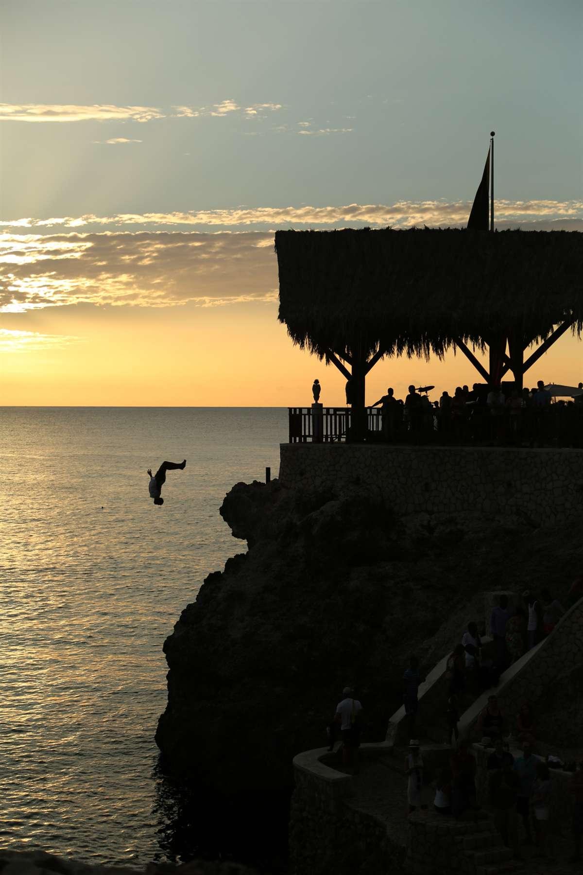 牙买加悬崖跳水