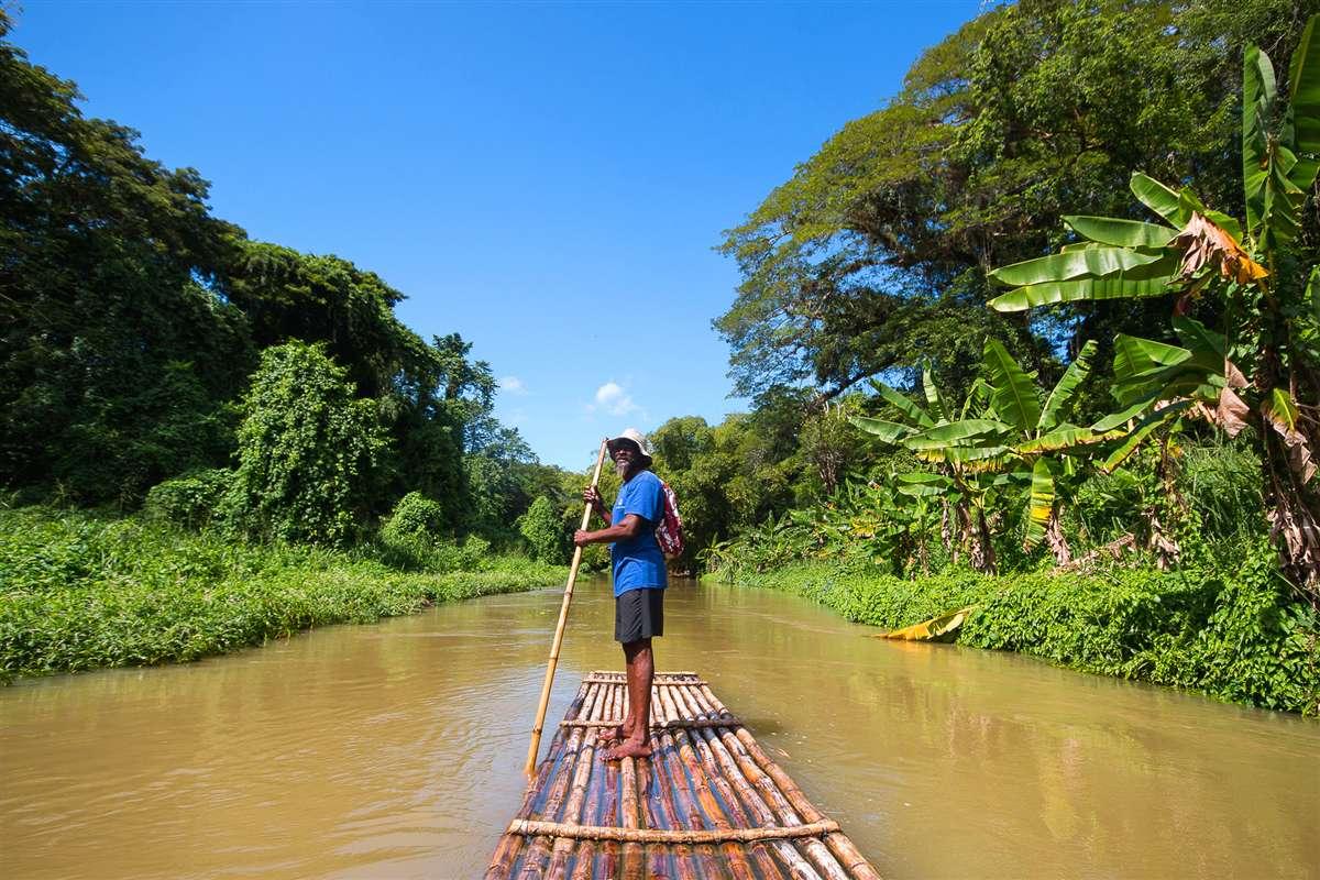 牙买加马瑟布雷河竹筏漂流