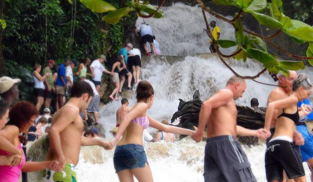 牙买加八条河邓斯河瀑布