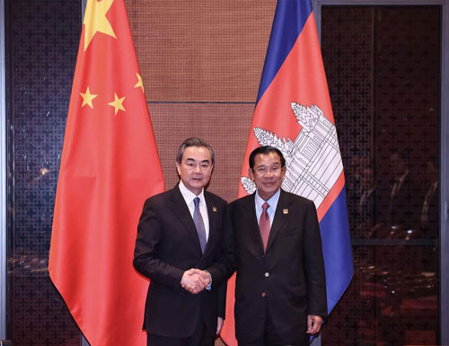 Wang Yi Meets with Prime Minister Hun Sen of Cambodia