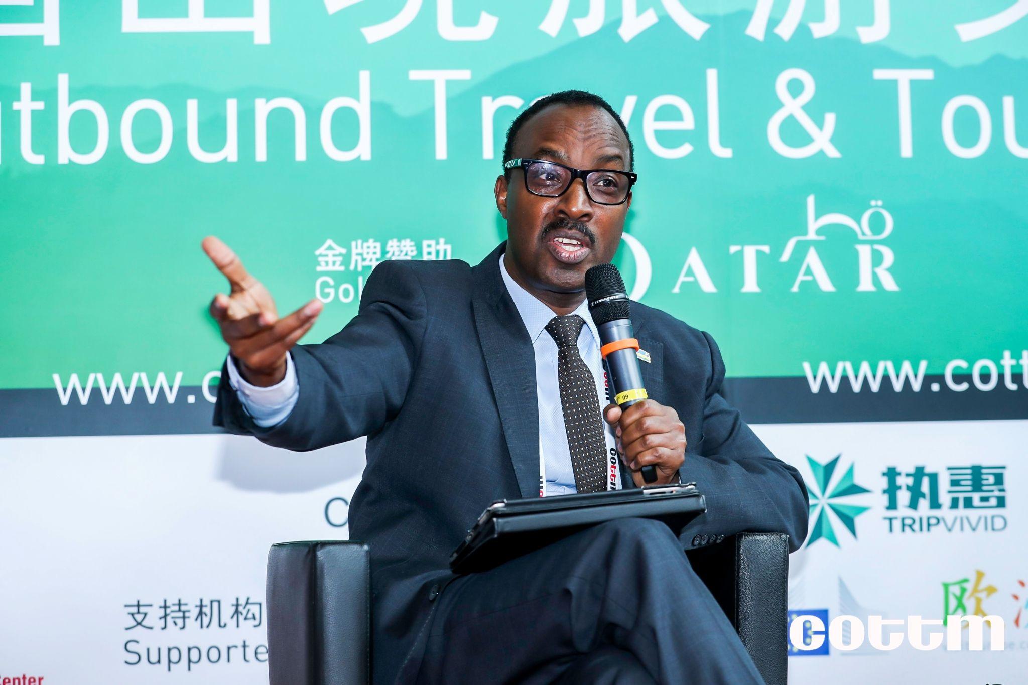 卢旺达大使馆驻华大使Mr. Charles Kayonga