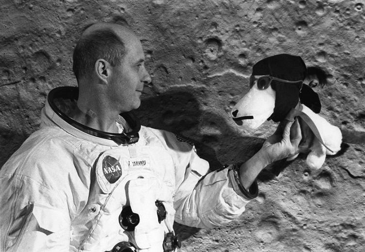 宇航员托马斯·斯坦福德和史努比