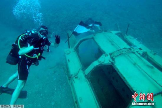 黎巴嫩水下军事公园:坦克上长珊瑚 鱼在那产卵