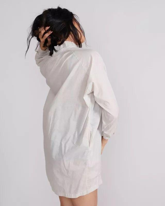 白色系带防晒衬