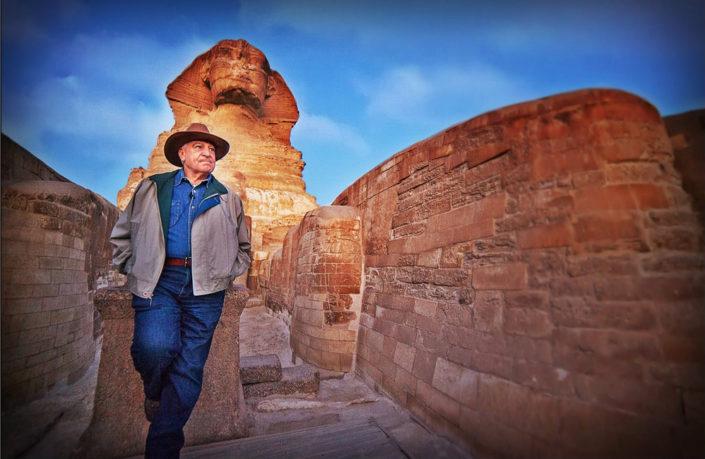 考古专家扎西·哈瓦斯博士