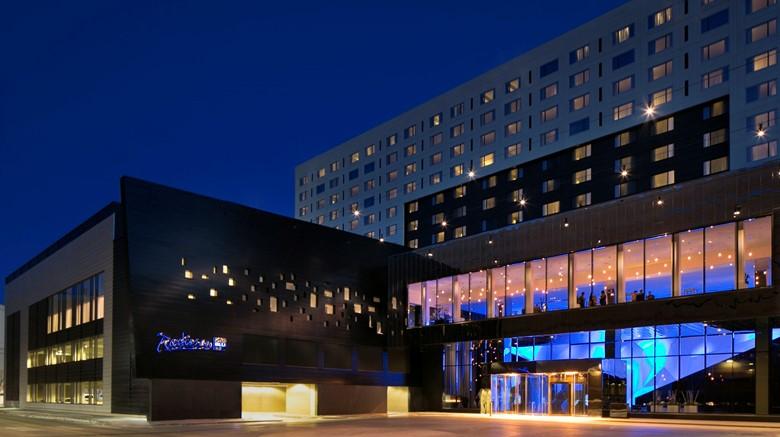 丽笙蓝标酒店