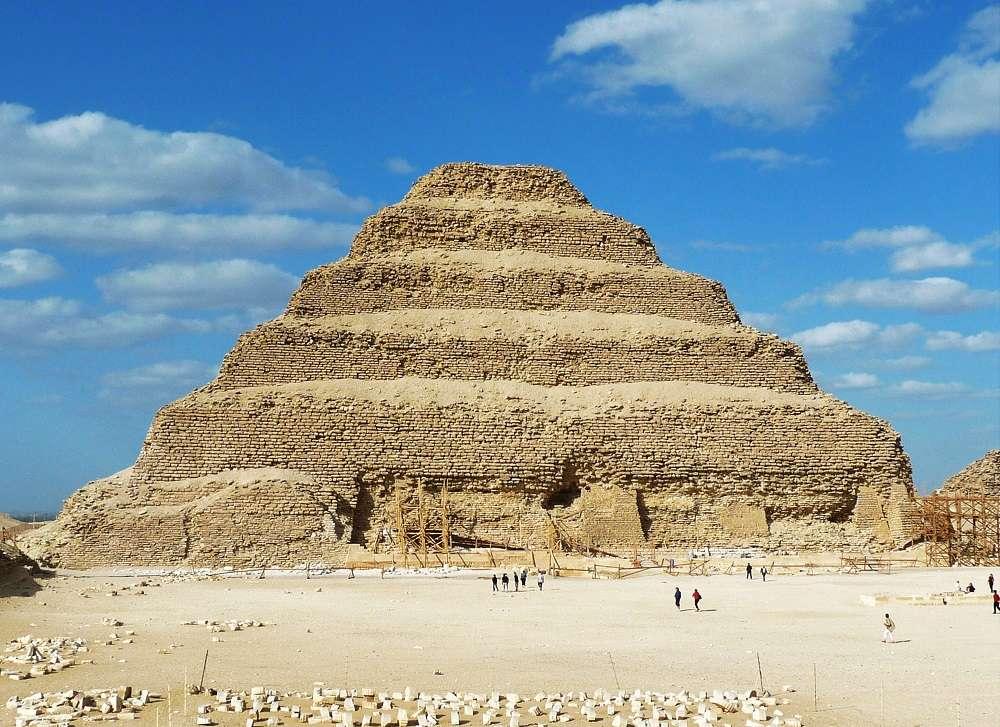 阶梯金字塔