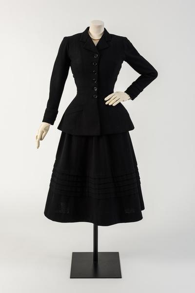 克里斯汀·迪奥设计的黑色羊毛New Look西装