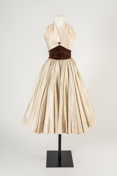 奶油竹节丝绸露背领连衣裙,克里斯汀·迪奥,1954