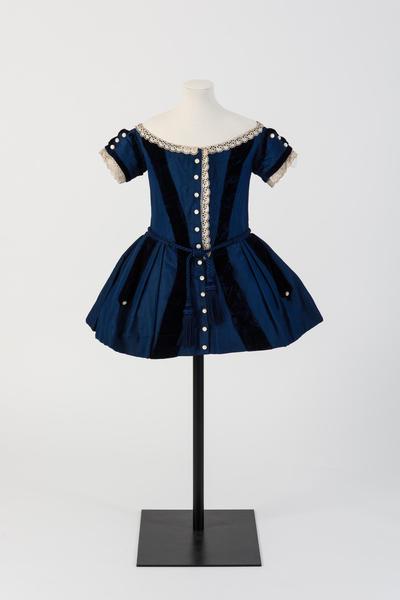 用羊毛和丝绸制作的男孩连衣裙,1850年代
