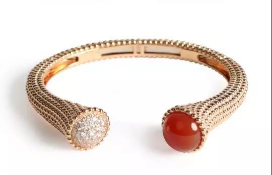 Van Cleef & Arpels 半开合式珠宝手环