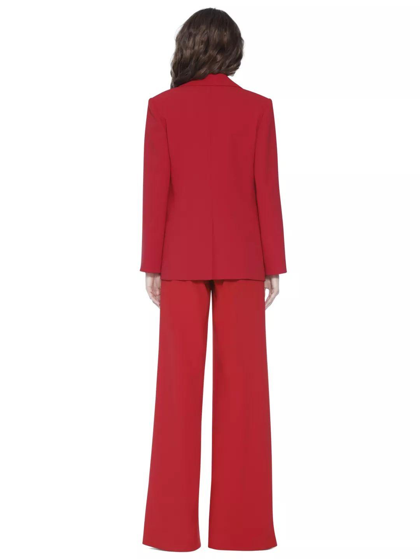 女士红色西装套装