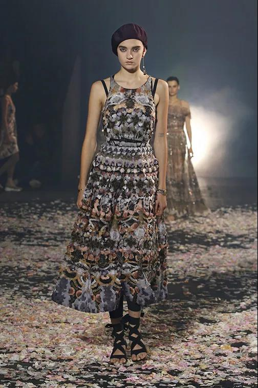 Dior 2019夏日成衣